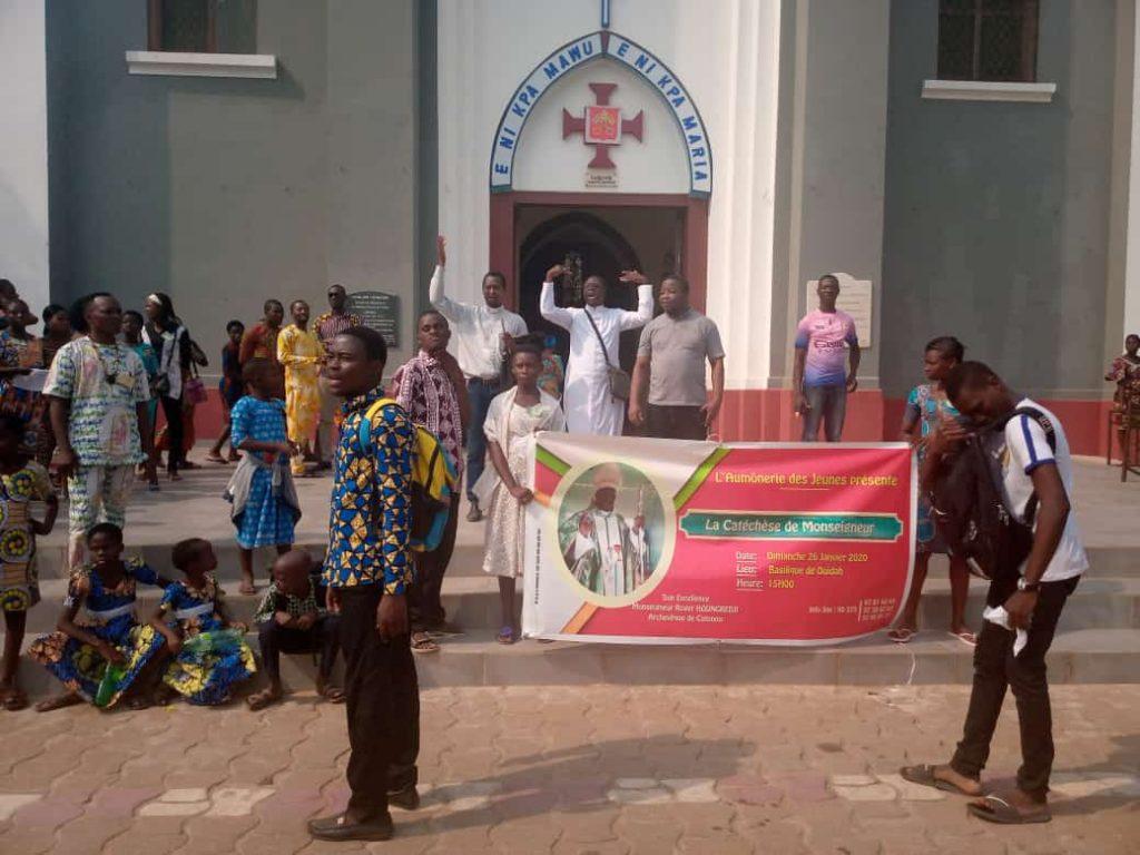 Catéchèse de Monseigneur Roger HOUNGBEDJI à Ouidah: plus de 700 jeunes présents